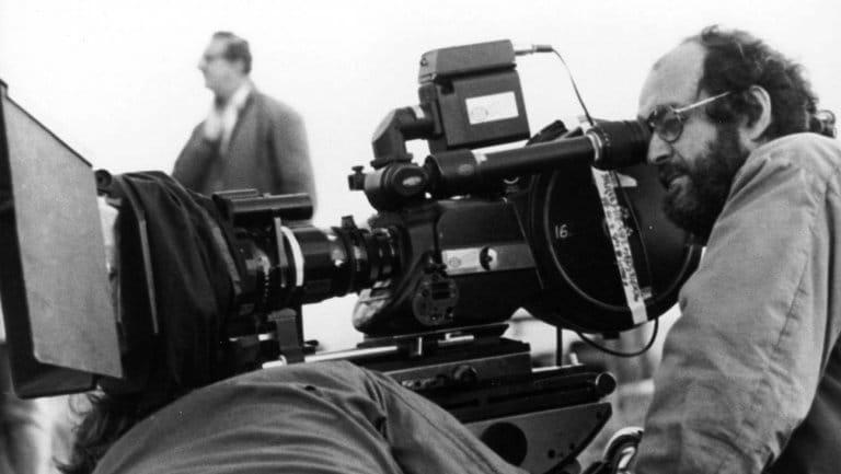 """Kubrick em ação no set de filagens de """"Nascido para Matar"""""""